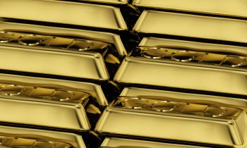 Gold Hovers Near 2-Week High on Investor Caution