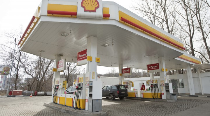 Shell-petrol-station-in-Moscow,-Russia-000076220699_XXXLarge
